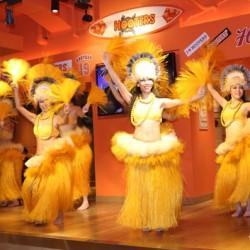 Enjoy the Hawaiian event at HOOTERS GINZA!