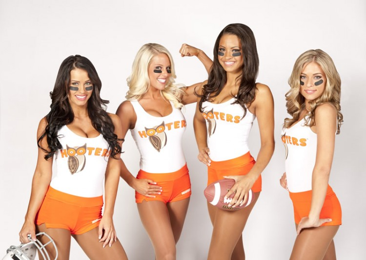 <December on-air schedule>Watch NFL games at HOOTERS!