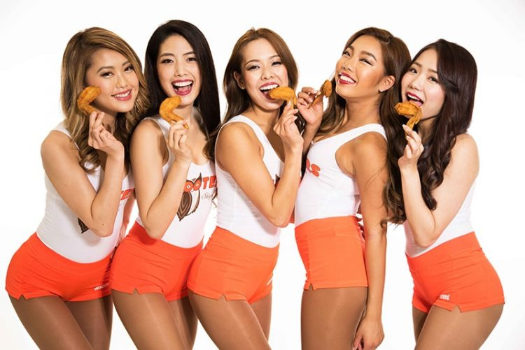 "Enjoy ""Chicken Wing Day"" at HOOTERS on Jul 29!!"